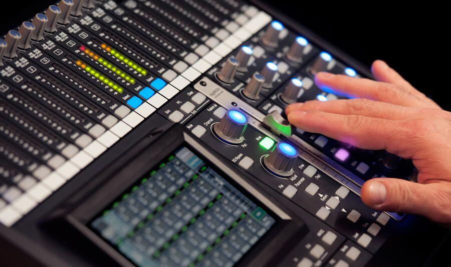 digiMIX18 digital mixer using front panel